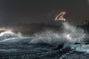 22VLX_wakeboard_rider3_lowres